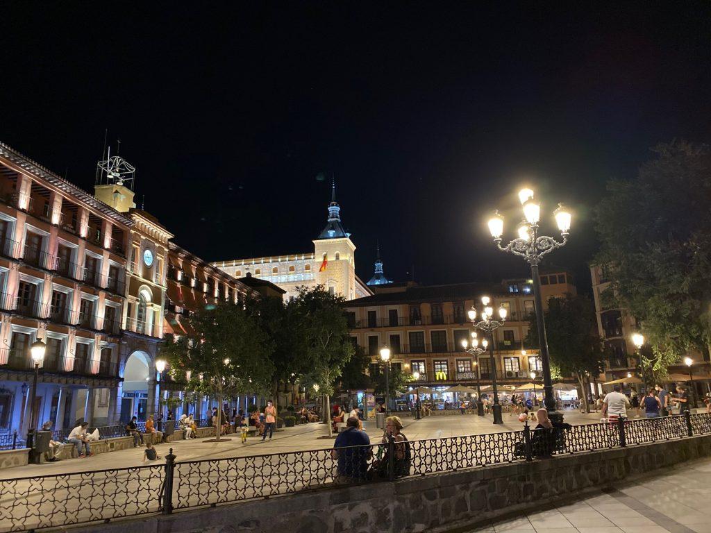 Plaza de Zocodover, en Toledo. Noche del sábado 18 de julio de 2020. Cinco visitas guiadas por Toledo.