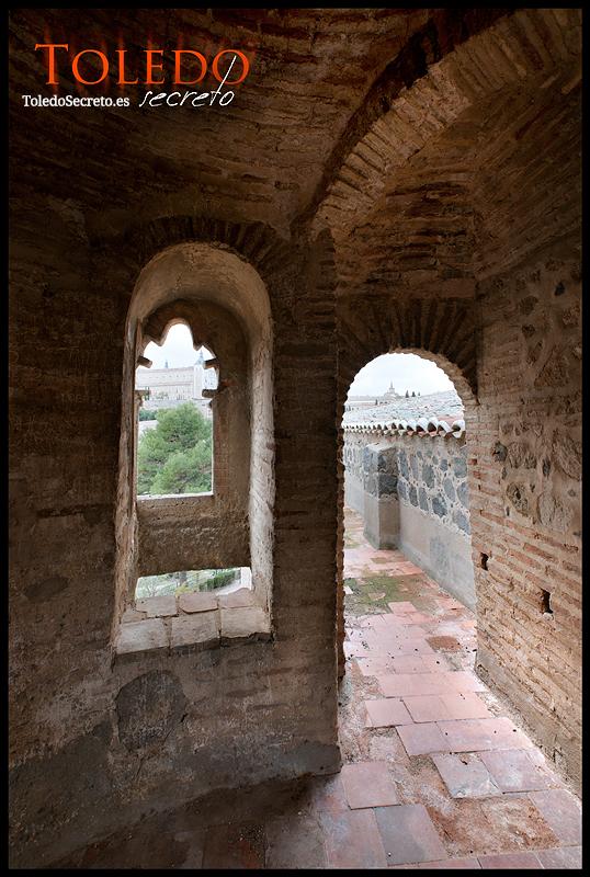 Vistas desde las almenas del Castillo de San Servando, interior de un torreón