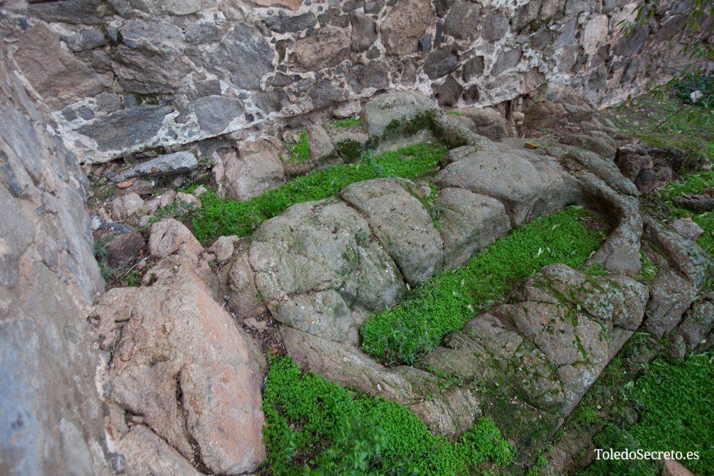 Tumbas antropomórficas en el Castillo de San Servando