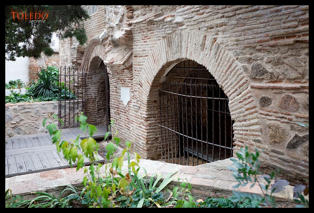Acceso a las cuevas del Museo del Greco
