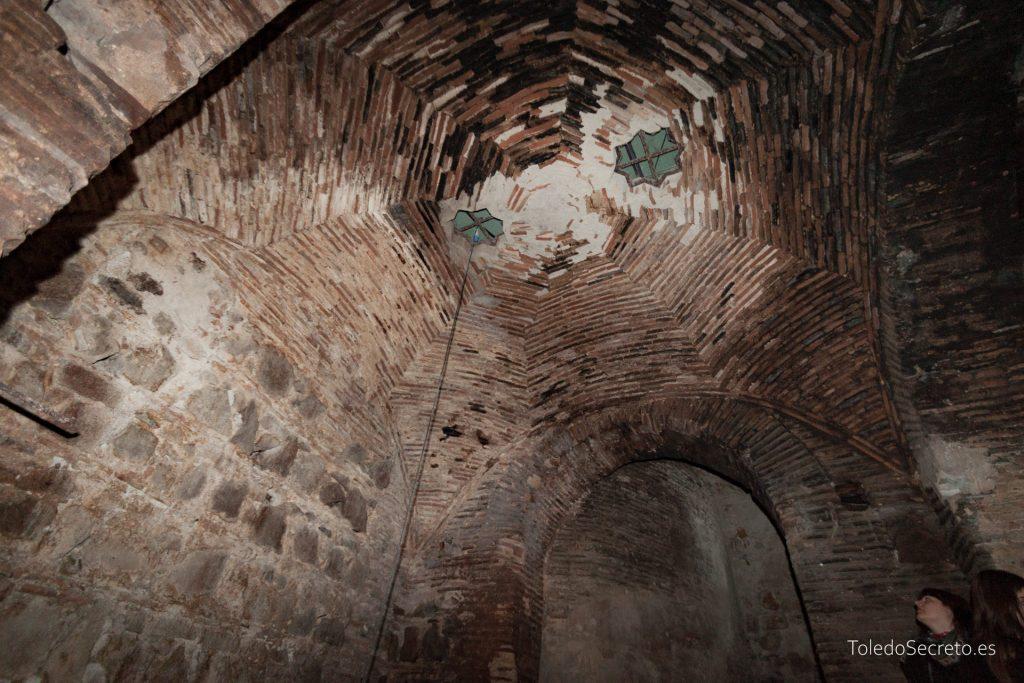 Cúpula octogonal rebajada sobre pechinas en las cuevas del Museo del Greco de Toledo.