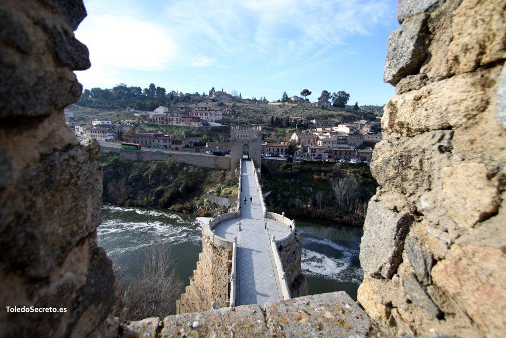 Entre almenas del Torreón del Puente de San Martín.