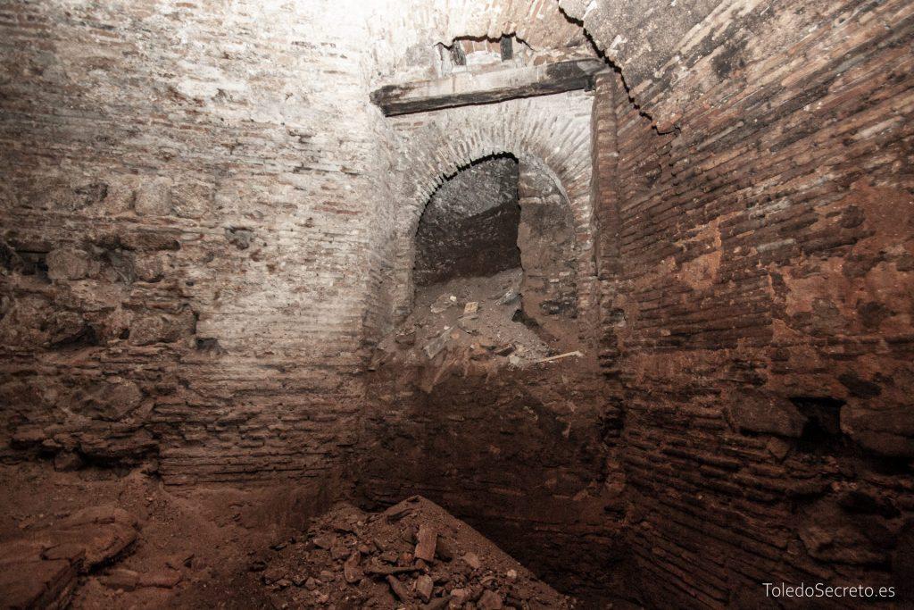 Una posible puerta de acceso, cegada y en rampa, a los sótanos del museo del Greco.