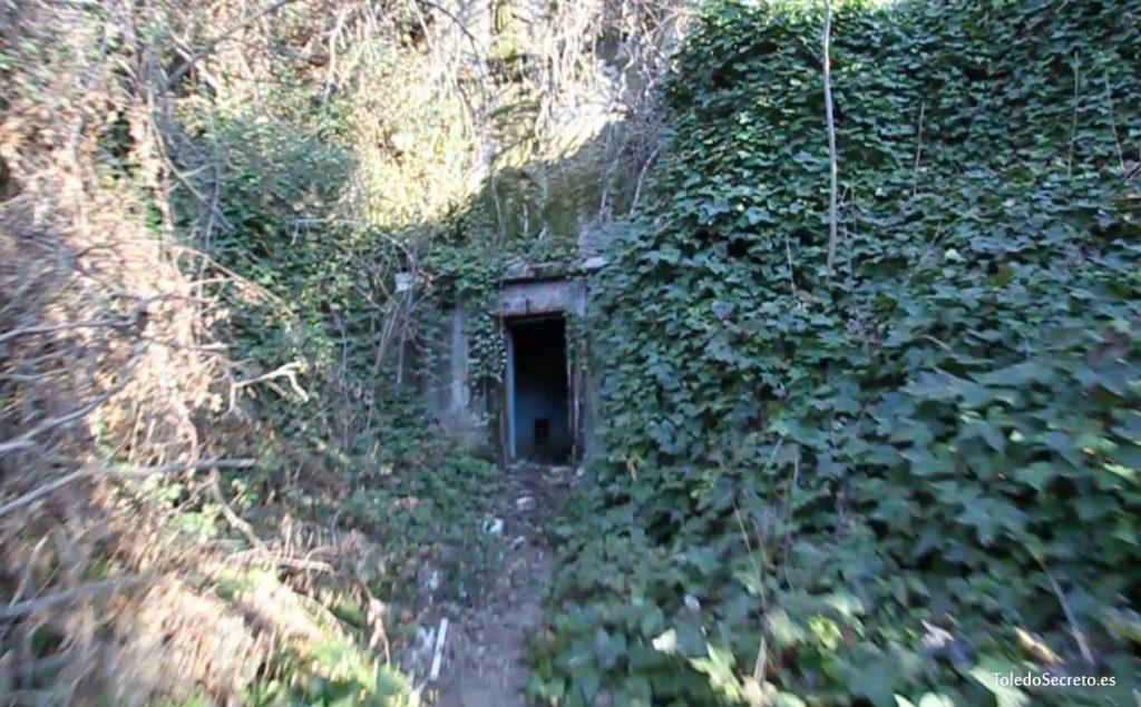 El acceso al viejo sismógrafo de Toledo.