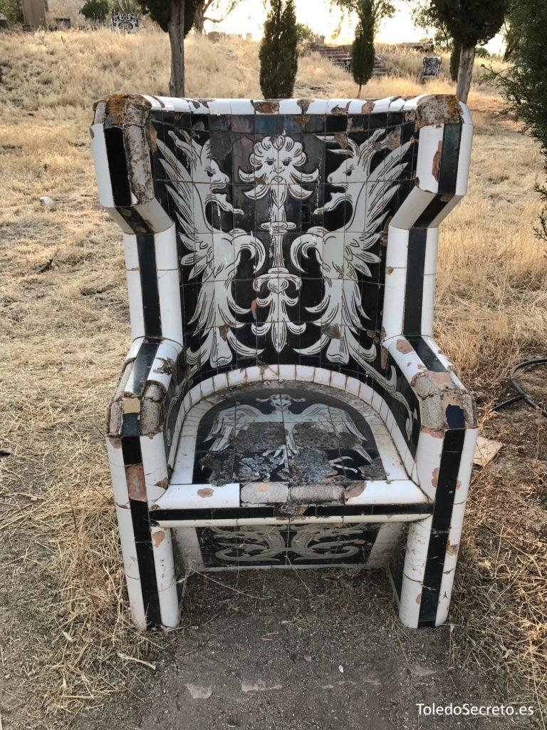 En estos misteriosos sillones recubiertos de azulejos se representan seres mitológicos, monstruos...