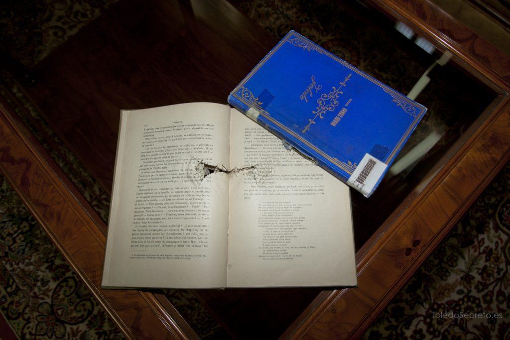 Libros tiroteados pertenecientes a la Biblioteca del Alcázar de Toledo