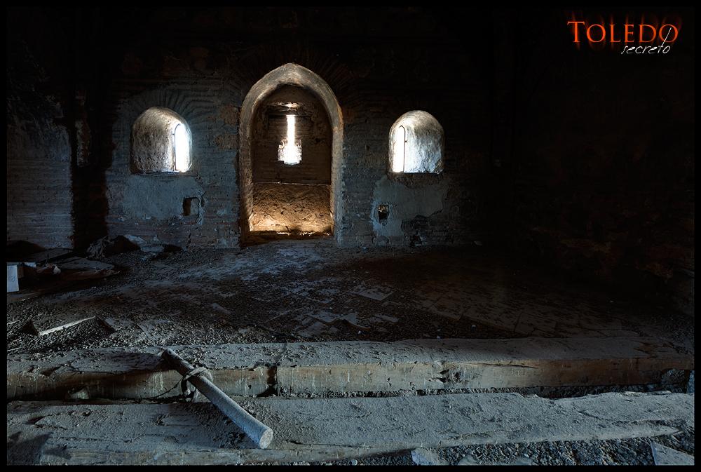 Interior del Puente de Alcántara de Toledo